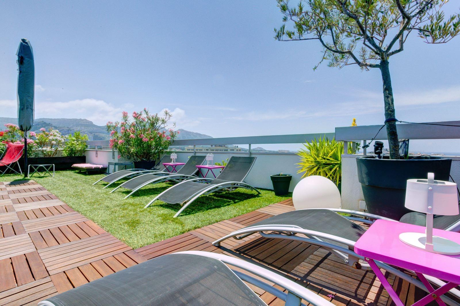 luxueux duplex terrasse vue mer dans le 8 me ma terrasse marseille. Black Bedroom Furniture Sets. Home Design Ideas