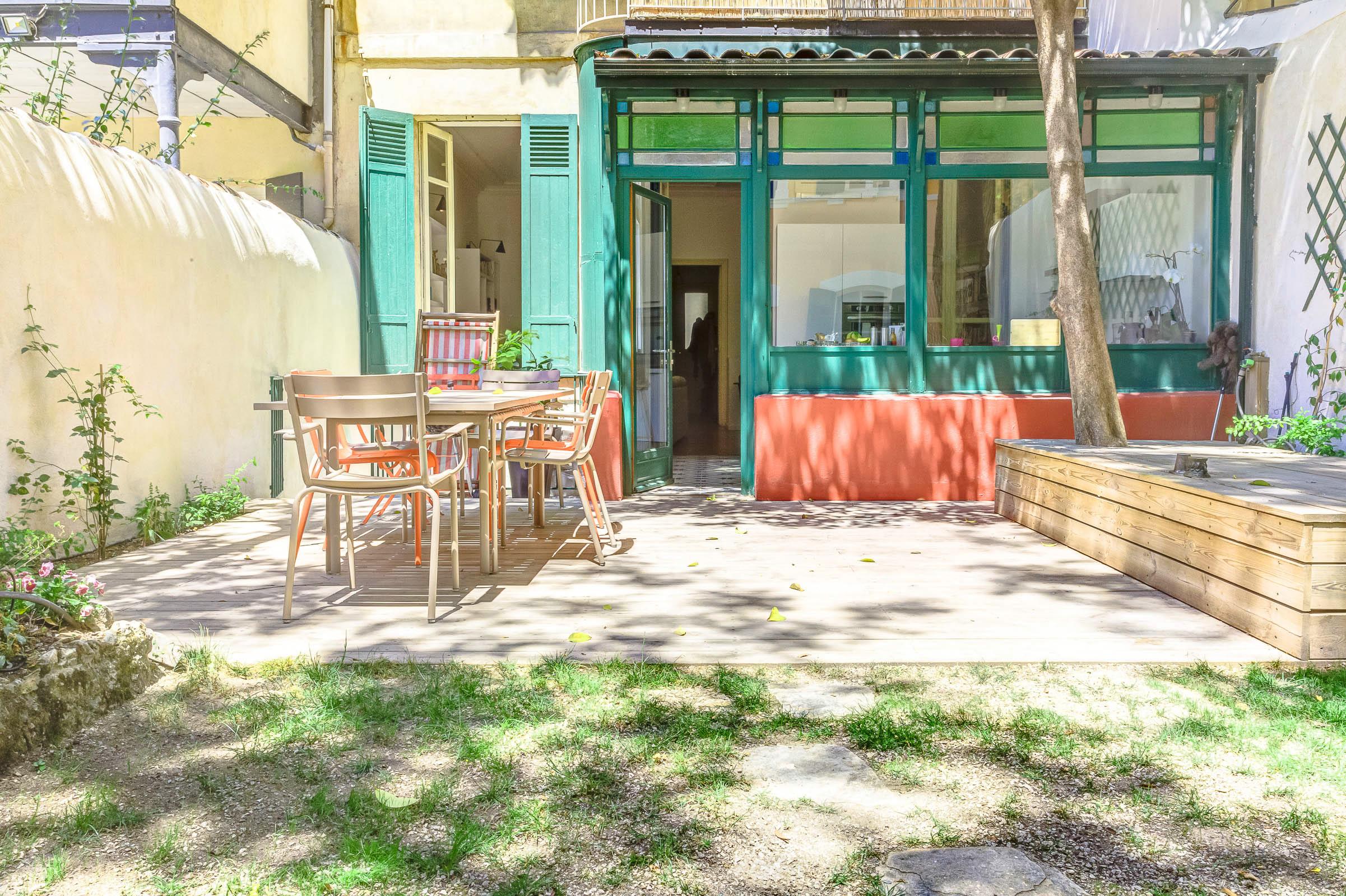 charmant t6 avec jardin plein sud 6 me ma terrasse marseille. Black Bedroom Furniture Sets. Home Design Ideas
