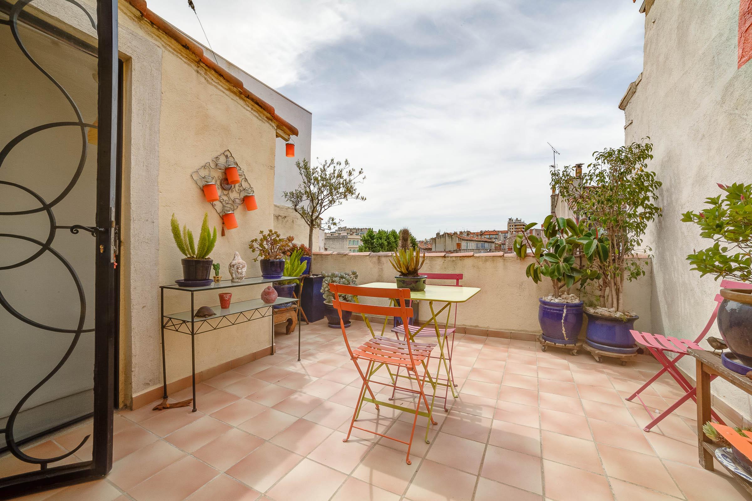 Petite maison de ville chave ma terrasse marseille for Terrasse de marseille