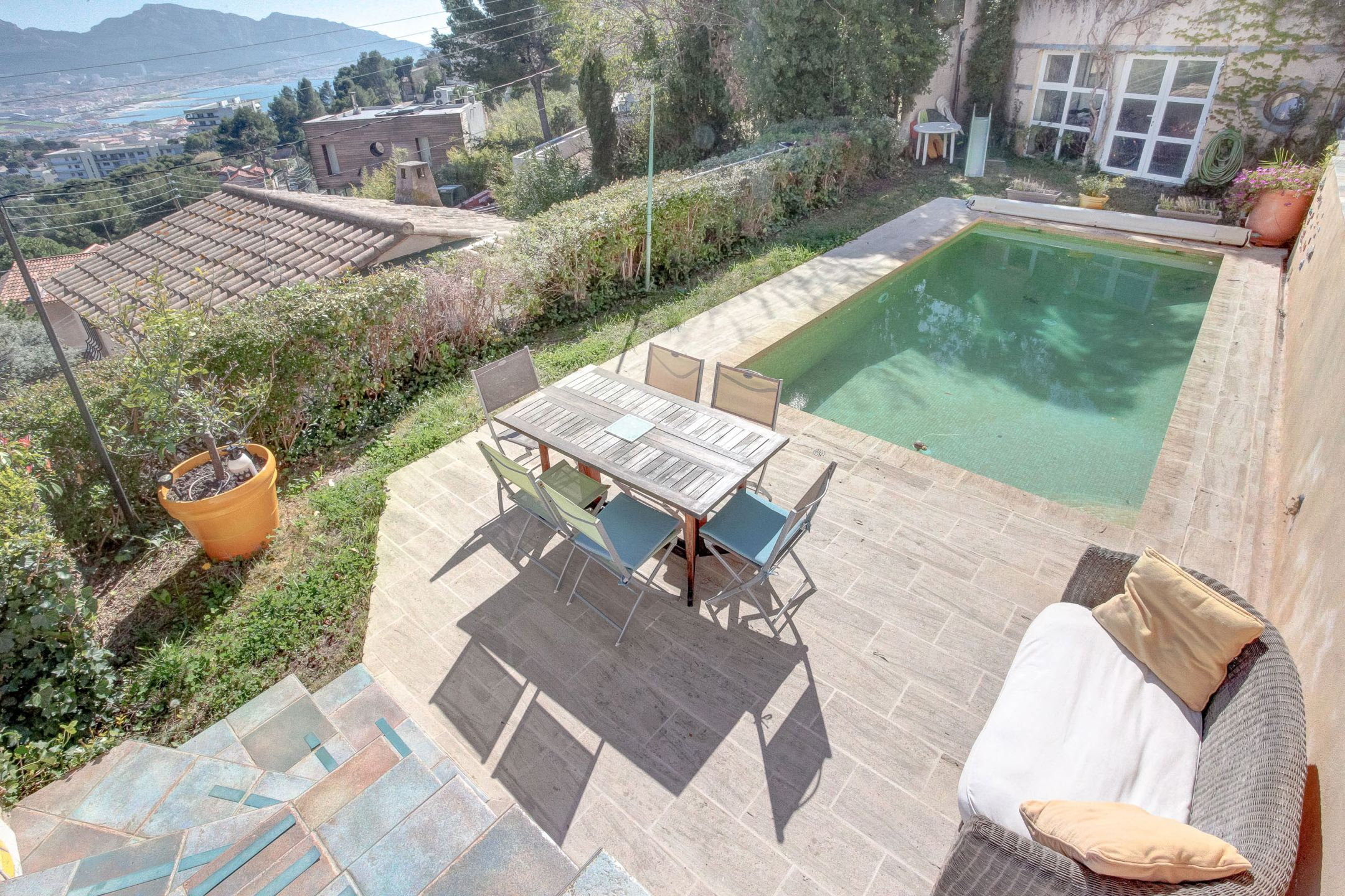 Vivre au Roucas Blanc avec piscine et vue Mer