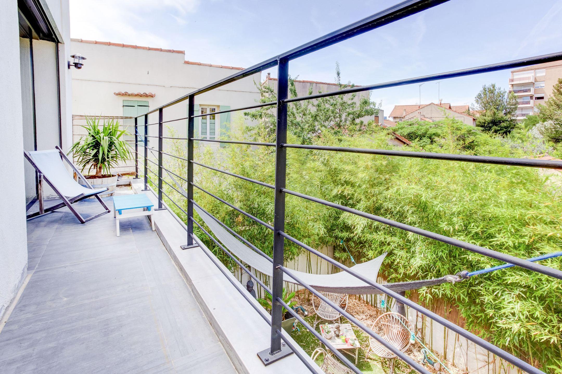 Maison d 39 architecte plein ciel proche du camas ma for Garage top car marseille