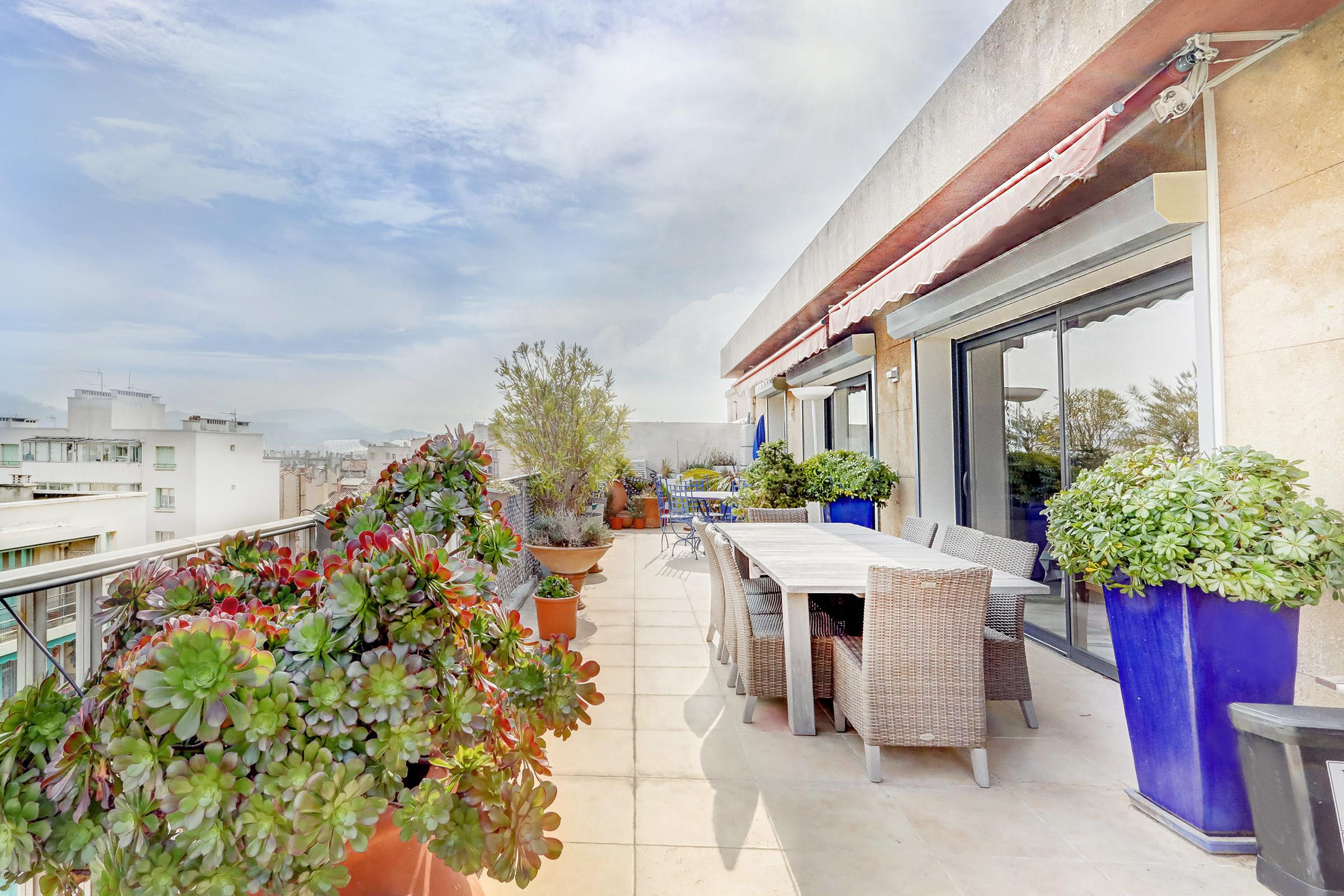 Penthouse sur Edmond Rostand avec terrasse plein ciel
