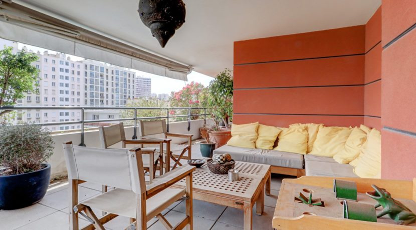 terrasse-lounge-sud-sudest-rooftop-dernieretage-notredame-pharo-vieuxport-13007