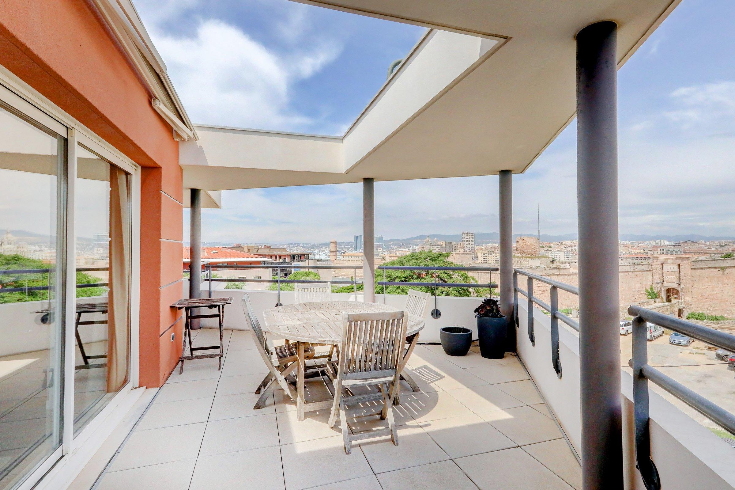 terrasse-repas-rooftop-vieuxport-pharo-vuemer-13007-est