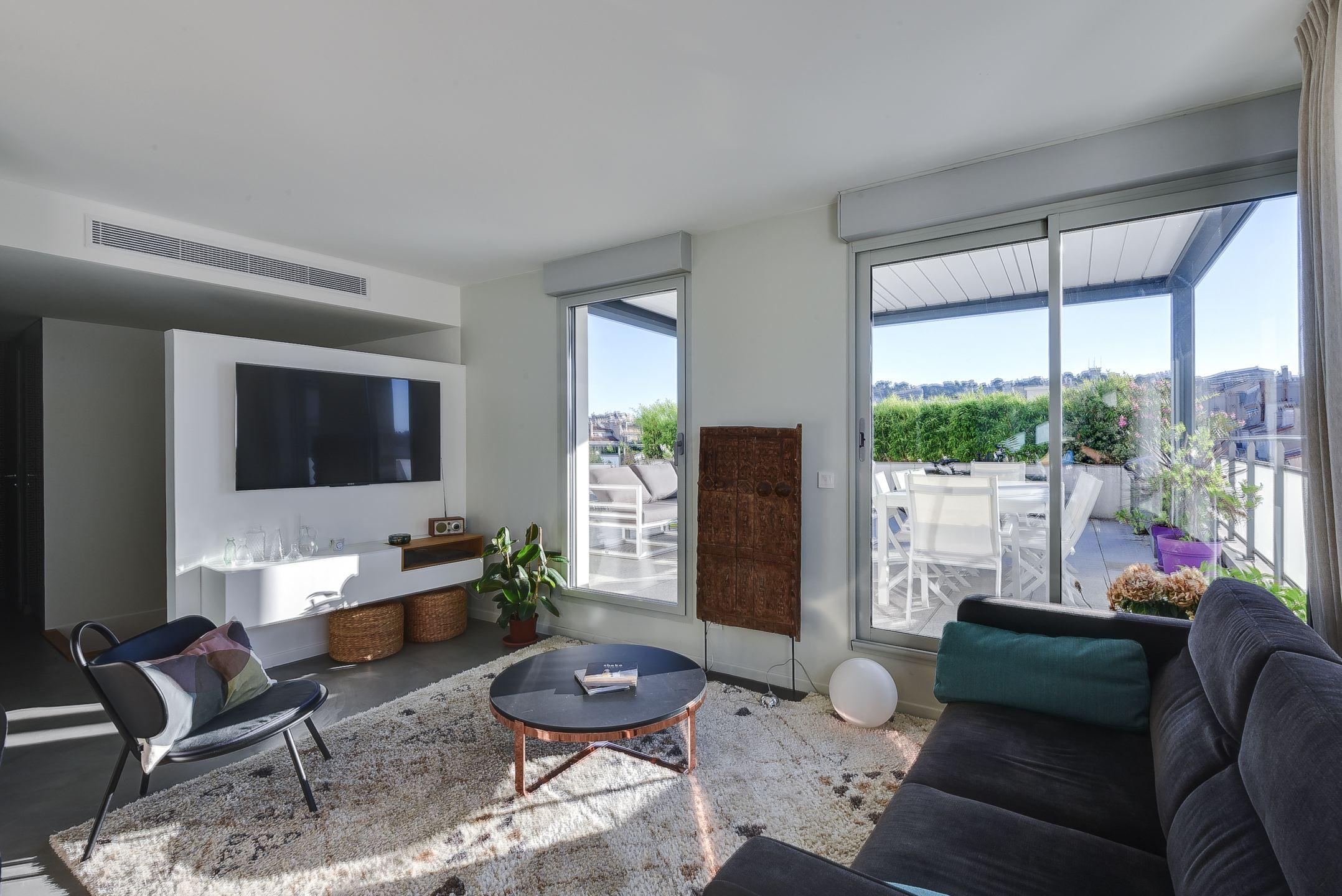 Un beau duplex contemporain avec grande terrasse