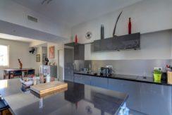 cuisineamericaine3_terrassetoit_panier_vueimprenable_vieuxport_marseille_notredame_castel_pouillon