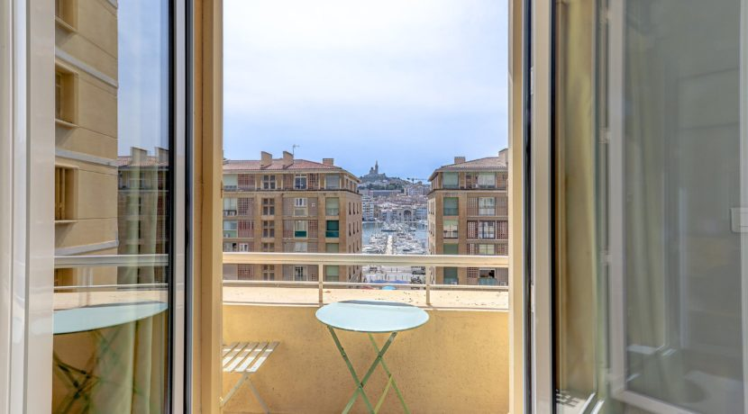 terrasse_balcon_panier_vueimprenable_vieuxport_marseille_notredame_castel_pouillon