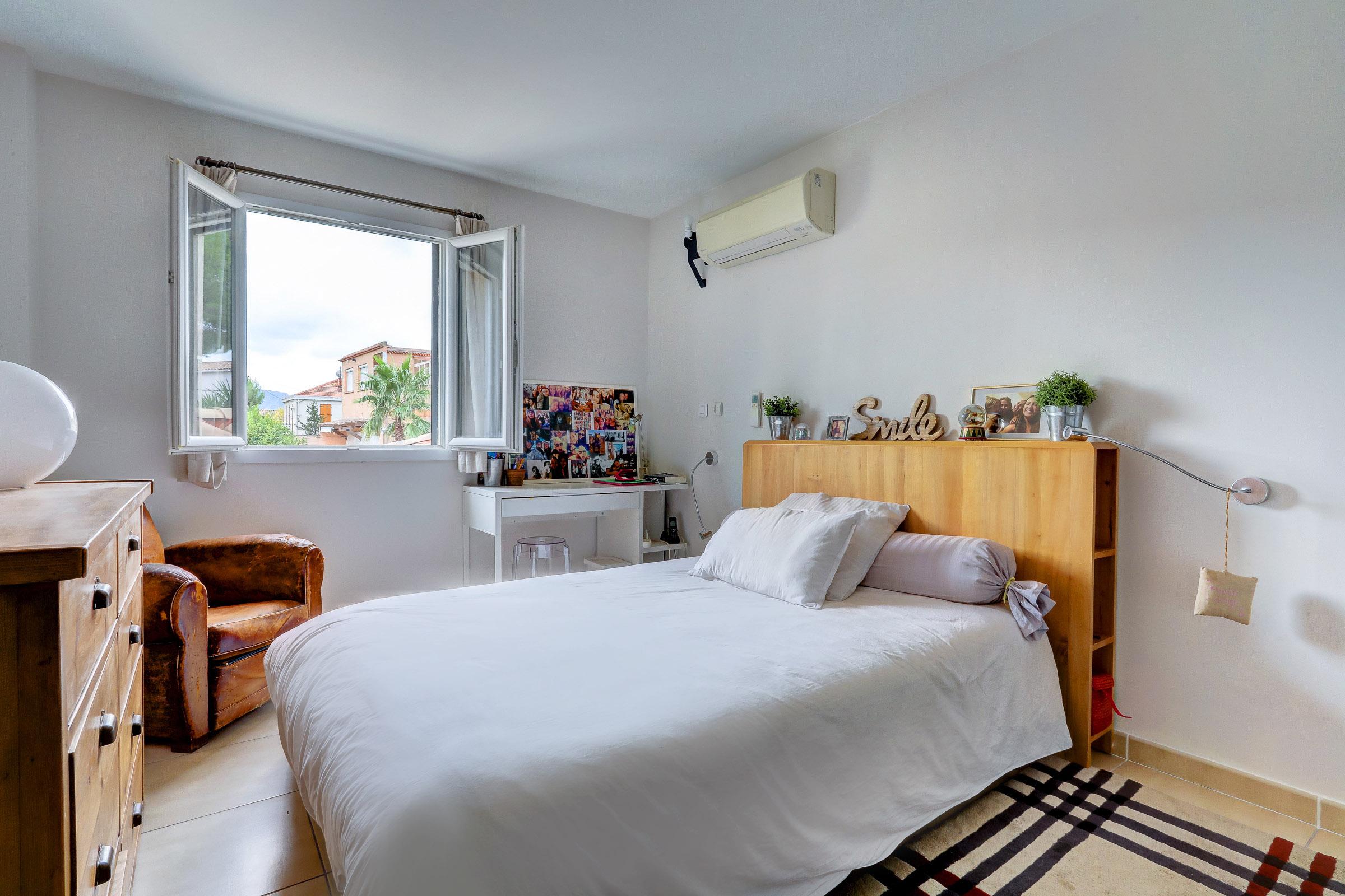 beaumont_13012_villapiscine_teck_contemporaine_terrasse_chambre3_saintjulien_saintbarnabe