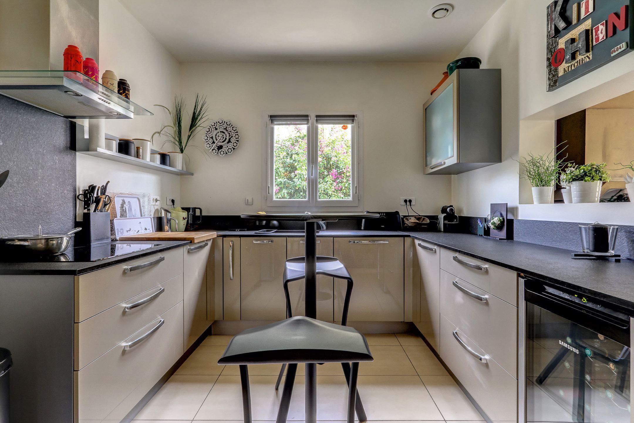 beaumont_13012_villapiscine_teck_contemporaine_terrasse_cuisine_saintjulien_saintbarnabe