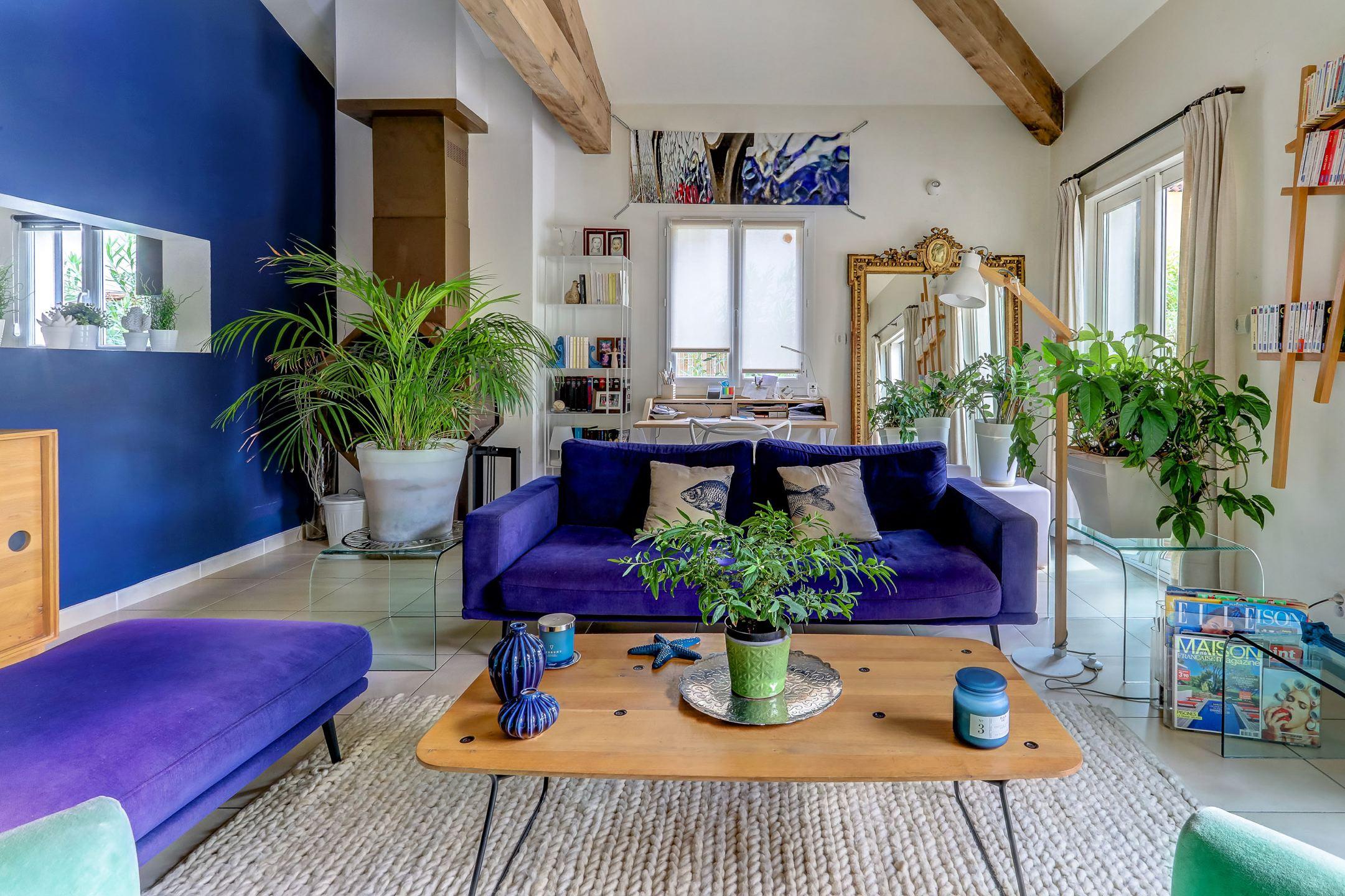 beaumont_13012_villapiscine_teck_contemporaine_terrasse_saintjulien_saintbarnabe_bleuklein_salon