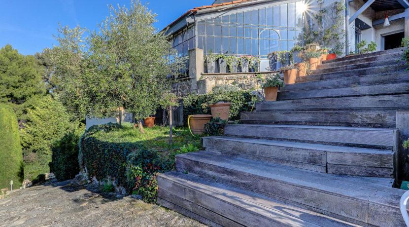 marseille_13012_saint julien_maisonindividuelle_terrasse_jardin_piscine_pleinsud_contemporaine_verriere_immenseterrasse_vuedegagee_exterieur