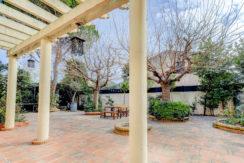 maison_jardin_13012_pleinsud_cheminee_terrasse1