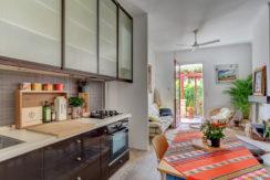 Maison_Vauban_sud_jardin_ensoleille_cuisine